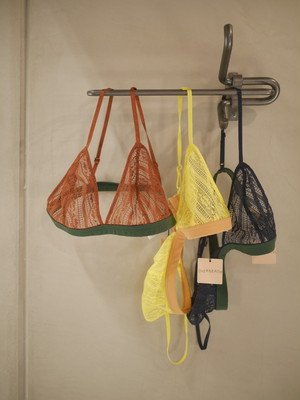 OVERNEATH / ALL OVER (Bra / 001)