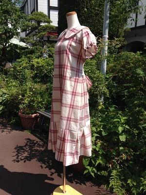 軽井沢スタイル8 透明感のあるナチュラルな赤チェック生地のバックリボン丸襟ワンピース。一点もの