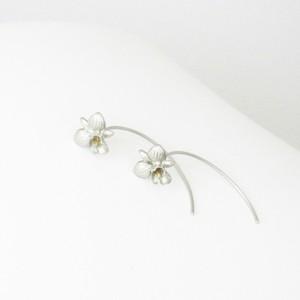 上品なカラーリリーのK18ホワイトゴールドピアス < Calla Lily【 カラーリリー 】>