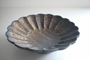 額賀円也|鉄釉輪花鉢
