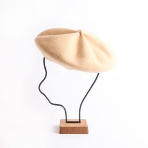 mature ha./beret top gather big light camel
