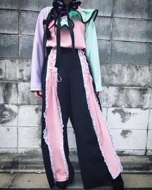 ピンクと黒のワイドパンツ