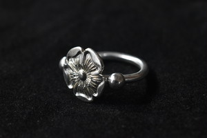 Love rose wire ring