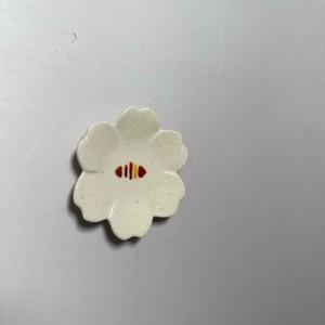 ラインドロップ花型豆皿(赤) [ 6 x 1cm ] 【初秋の赤絵食卓】
