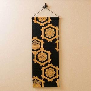帯タペストリー 丸帯 黒・金・亀甲紋様1