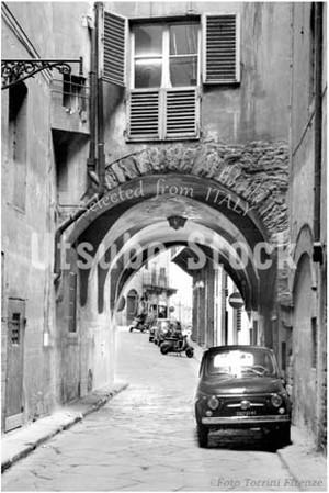 1969年撮影 イタリア FIAT 500 クラシックカー 日常風景【440196901】