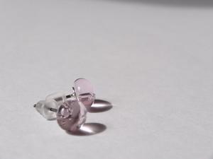 桜色のガラスピアス