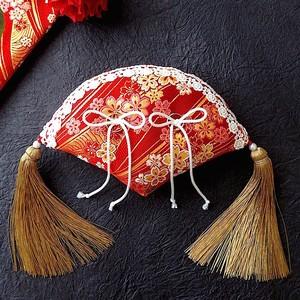 赤い扇形の和風リングピロー