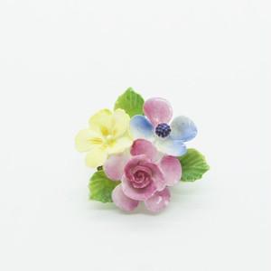 ピンク、黄色、ブルーのお花のブローチ(小)