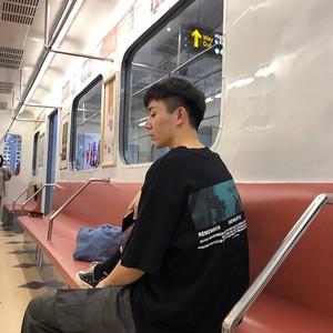 《即納》バックロゴブラックTシャツ