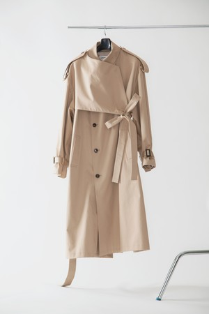 【FW20 先行受注】belted trench coat 〈beige / black〉