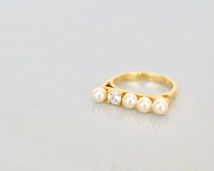 Pearl lady ring