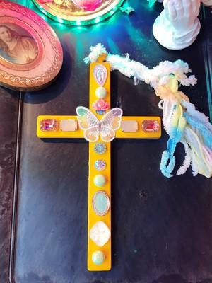 お部屋と人生を彩る至福の十字架
