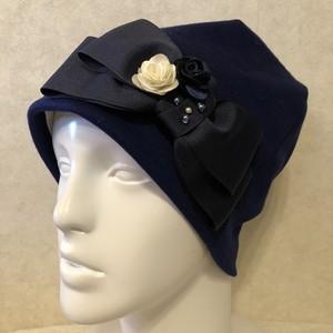 お花とパールのケア帽子 ダークブルー ウール生地
