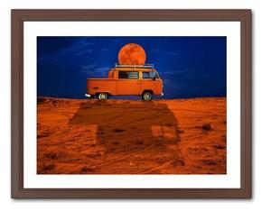 ORANGE TRUCK CARRYING THE MOON(月を運ぶオレンジトラック)