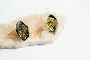 ピアス【時を刻む鉱石】