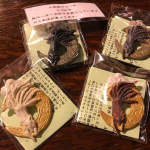 Toukoubou 歩 陶器製・九尾狐ブローチ
