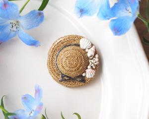 貝殻飾りの麦わら帽子のブローチ(ライトブラウン×ブラック)
