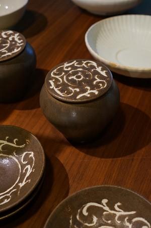 ヨシノヒトシ 褐釉蓋物