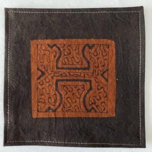 泥染めコースター 縁縫い15cm 7 シピボ族の泥染め 南米ペルー先住民族の工芸