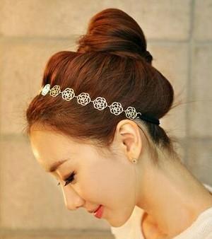 ローズのヘアバンド ゴールド バラの透かし彫りヘアアクセサリー ヘッドバンド 髪のアレンジに