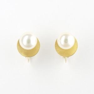 Akoya pearl circle earring