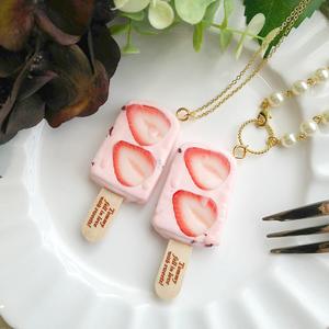 粒々苺のアイスバー ネックレス/バッグチャーム