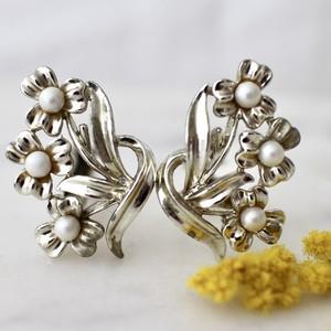 ヴィンテージ*Jewelcraft*3つのお花*イヤリング