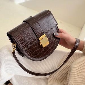 【ファッション小物】韓国系シンプルスカーフロック海外トレンドボディバッグ