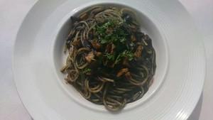 イカ墨とポルチーニ茸のソース