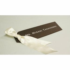 リボン付タグ形席札(シャイニーグレー) ゲスト名前印刷あり オーダーメイドの結婚式・披露宴アイテム おしゃれなテーブルコーディネート