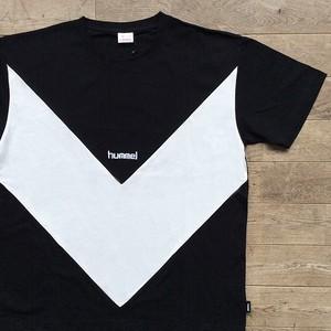 【ラスト1】hummel × Jazzy Sport シェブロンライン Tシャツ/ブラック