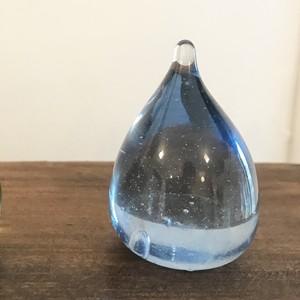 ガラスのしずく うす青/吹きガラス工房琥珀