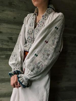 30s Rumania gray embroidery × white cotton dress( ヴィンテージ ルーマニア グレー 刺繍 ホワイト コットン ワンピース )