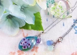 雨に咲く紫陽花のしずくのネックレス(青紫)