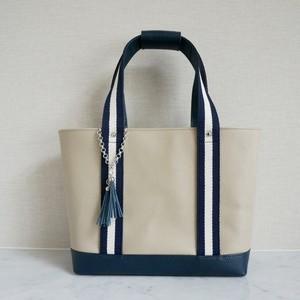 レザーのトートバッグ(持ち手用革カバー&チャーム付き)