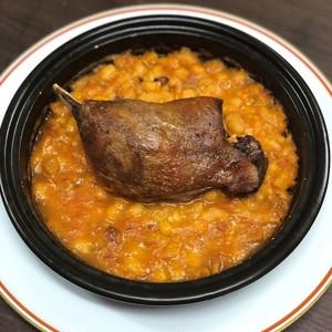 フランス産シャラン鴨モモ肉のコンフィのカスレ
