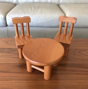 けやきのイスとカツラの丸テーブル