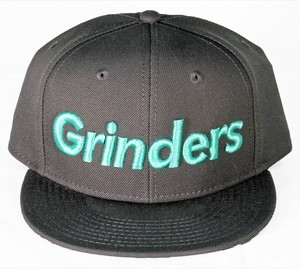 GRINDERS logo snap back CAP (chacole x tiffany)