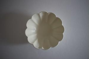 鈴木しのぶ|白釉輪花中鉢