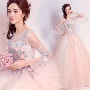 花柄とレースで美しく♡エレガントなウェディングドレス