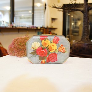 70's Vintage Roses Photo Printed Red Small Tin Box   [OV-9]