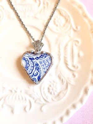 【Broken China Jewelry】antique blue / heart #1