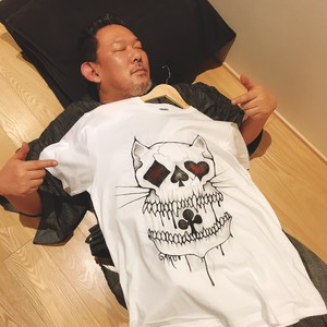 東學オリジナル手描きTシャツ「アリスネコドクロ(nekodokuro)」