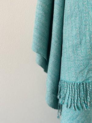 手織りシルクのショール(HAND WOVEN Turquoise Blue Clover)