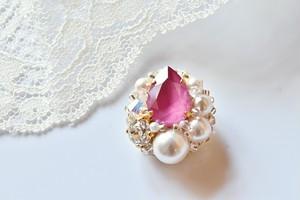 【Laula】ブローチ・イチゴみたいな可愛いゴージャスビジュー・いちごピンク