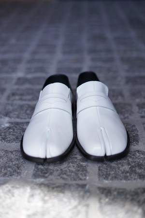 Maison Margiela  /  TABI LOAFER (WHITE)