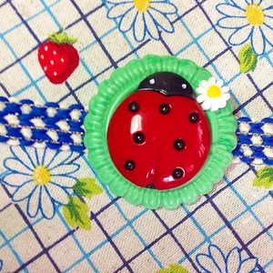 s499 赤いテントウムシくん ブローチ(帯飾り)