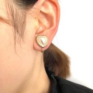 パールハートの耳飾り