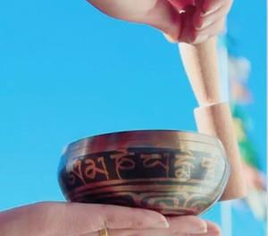 ミニ シンギングボウル チベタンボウル ヨガ 瞑想 ヒマラヤの音ドニパトロ チベットの贈り物 神聖な楽器